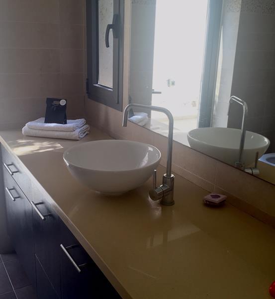 וילות בהרצליה פיתוח Villa L'Etoile - צימרים פנויים באוגוסט ובית הארחה במרכז